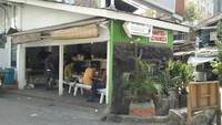 5 Tempat Makan dalam Gang Nyempil Ini Laris Manis