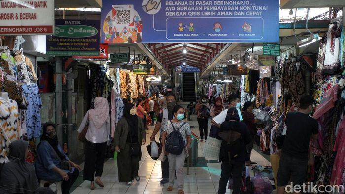 Pasar Beringharjo perketat penerapan protokol kesehatan jelang libur panjang. Hal itu dilakukan guna cegah melonjaknya kasus COVID-19.