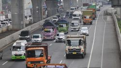 Titik-titik Macet Libur Cuti Bersama di Tol Jakarta-Cikampek Siang Ini