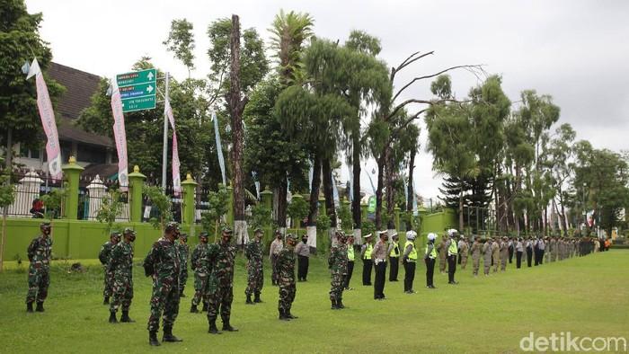 Apel gabungan dari sejumlah elemen jelang libur panjang dan cuti bersama Maulid Nabi di halaman Balai Kota Yogyakarta, Selasa, (27/10/2020).