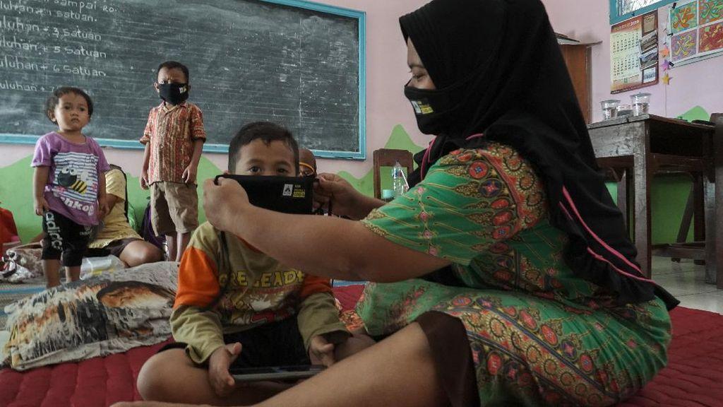 Potret Para Pengungsi Banjir di Cilacap