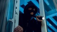 Bikin Kesal! Pencuri Ini Ditemukan Ketiduran Usai Makan Kue Keju