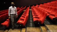 Kapasitas studio pemutar film dibatasi, hanya 50% saja kursi yang boleh duduki oleh penonton.