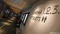 Suasana bioskop hari masih sepi pengunjung.