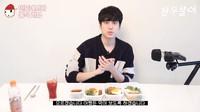 Chanwoo IKON Promosikan Bakwan Jagung dan Nasi Goreng