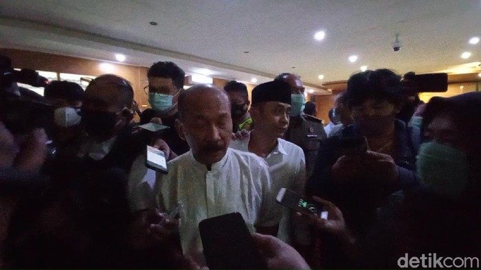 Dedengkot Sunda Empire Nasri Banks usai jalani sidang vonis di PN Bandung.