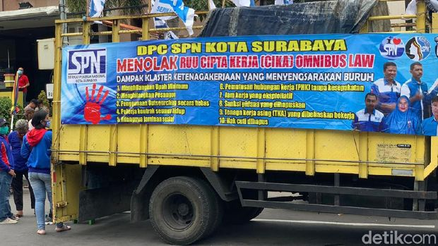 demo omnibus law di surabaya