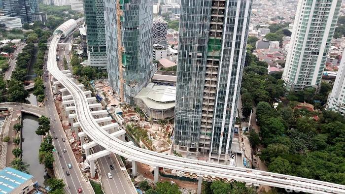 Kementerian BUMN menargetkan LRT Jabodebek dapat beroperasi pada akhir 2021. Namun, sudah sejauh mana progres pembangunan LRT Jabodebek tersebut? Yuk, lihat.