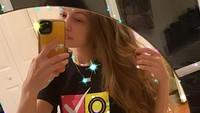 Penampilan Pertama Gigi Hadid Setelah Melahirkan Jadi Sorotan