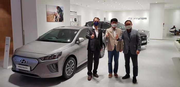 Hyundai Buka Showroom di Mal