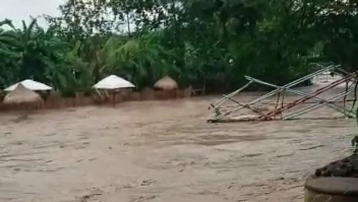 Jembatan swafoto ambrol di Obwis Pesona Garda Semarang