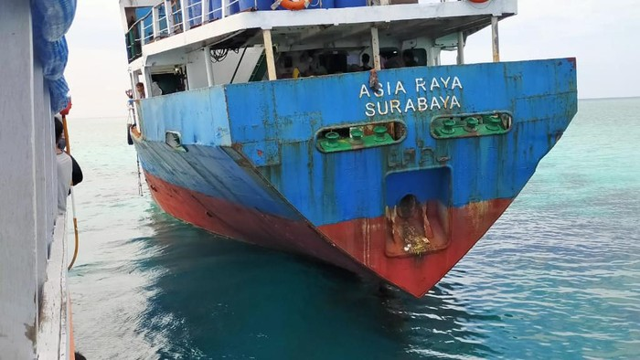 Kapal KM Asia Raya dilaporkan kandas di salah satu pulau di Kabupaten Kepulauan Selayar, Sulawesi Selatan (dok. Istimewa).