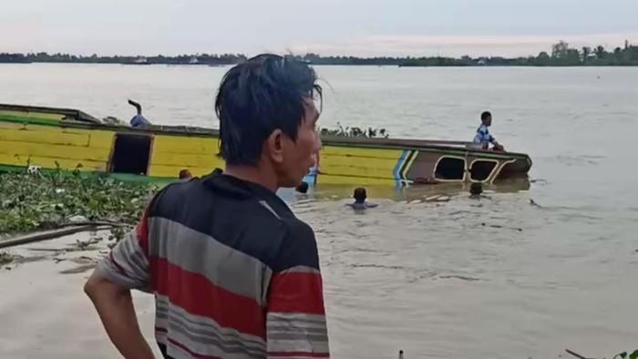Kapal tenggelam di Sungai Musi (dok. Istimewa)