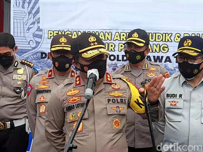 Kapolda Jateng Irjen Pol Ahmad Luthfi, Gerbang Tol Brebes Timur, Selasa (27/10/2020).