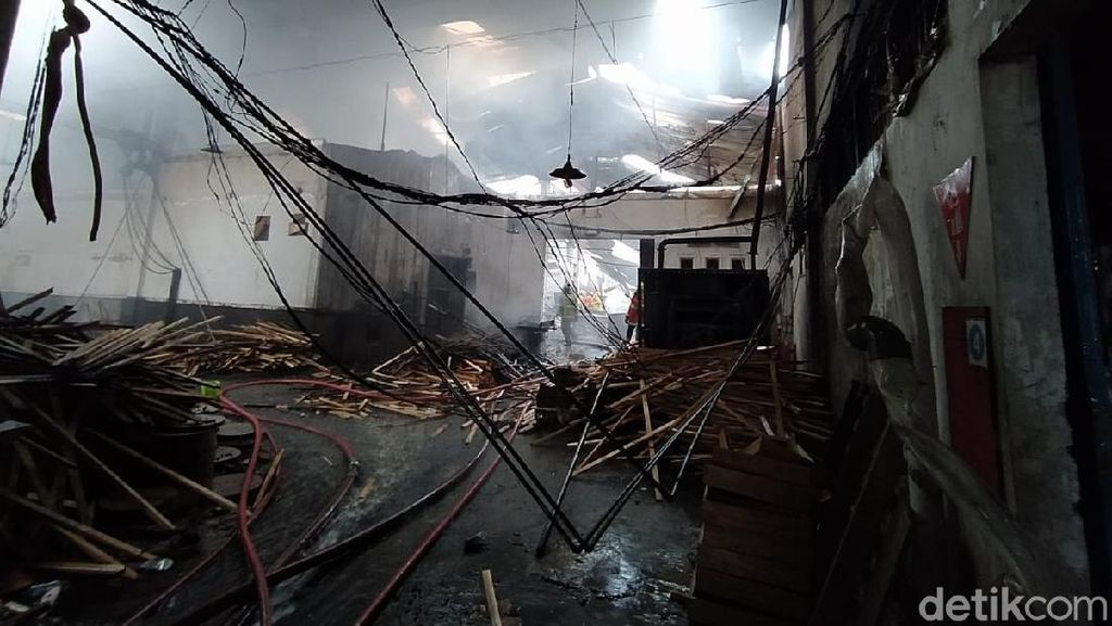 Pabrik Pengolahan Kayu di Blondo Magelang Terbakar