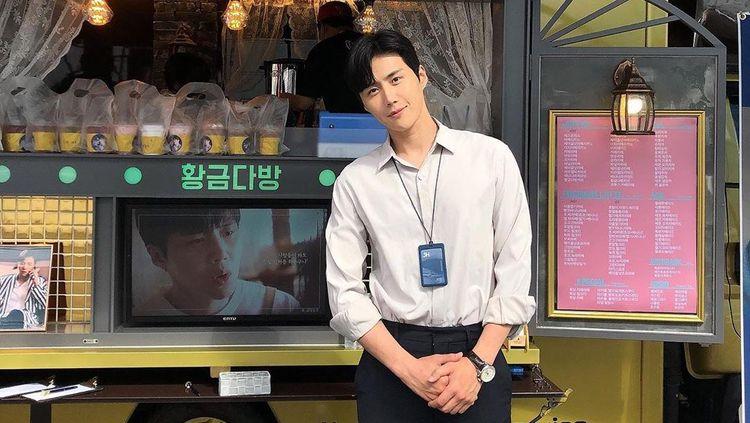 Kim Seon Ho, Bos Tampan di Start-Up yang Bahagia Dapat Coffee Truck