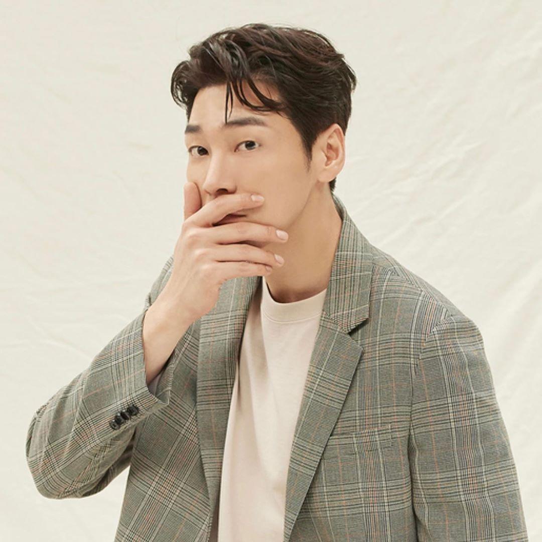 Kim Young Kwang dites negatif COVID-19