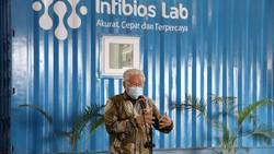 Salah satu aspek penting menangani pandemi COVID-19 adalah test and tracing, serta pengujian dalam rasio tertentu sesuai rekomendasi Badan Kesehatan Dunia (WHO)