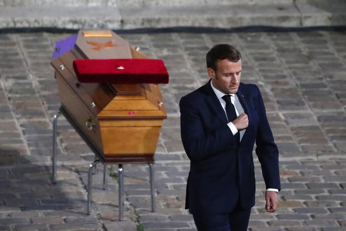 Macron memicu kontroversi ketika mengatakan bahwa islam adalah agama yang sedang mengalami krisis di seluruh dunia.