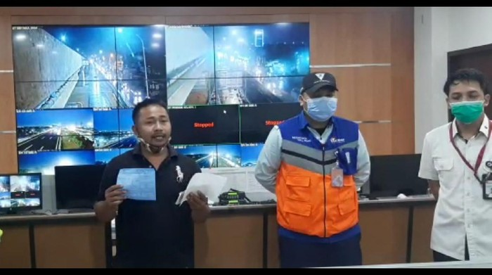 Pemobil terobos gerbang tol Jakasampurna Bekasi minta maaf