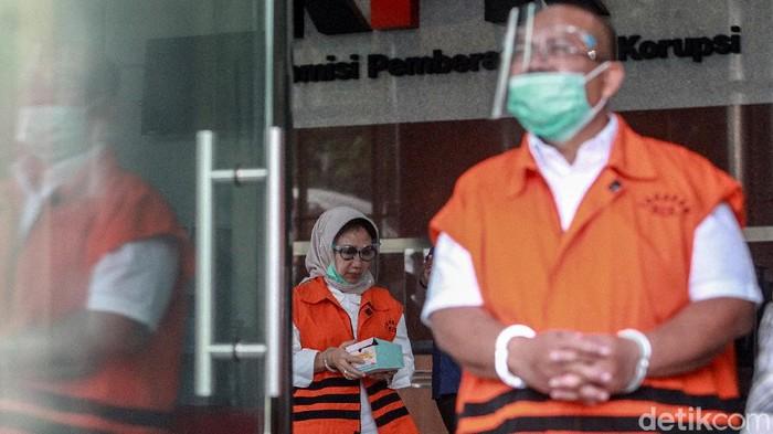 Proses penyidikan kasus suap proyek infrastruktur Kutai Timur telah dirampungkan KPK. Dua tersangka, Ismunandar dan Encek UR Firgasih pun akan segera disidang.