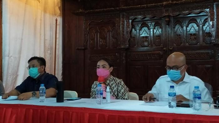 Rahayu Saraswati Djojohadikusumo menggelar konferensi pers terkait pelecehan foto kehamilannya