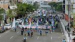 Ribuan Buruh Geruduk Kantor Gubernur Jatim Tolak Omnibus Law