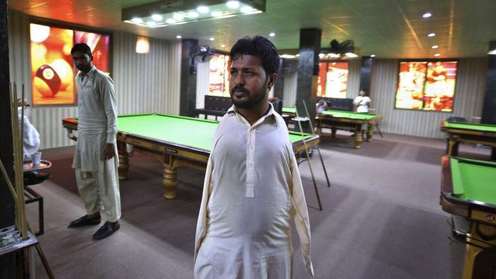 Ketertarikannya atas permainan snooker membuat Mohammad Ikram terus berlatih jadi pemain snooker andal. Keterbatasannya tak halangi Ikram untuk mewujudkan mimpi