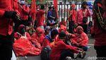 Upah Minimum 2021 Tak Naik, Buruh Geruduk Gedung Sate