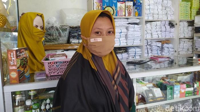 Wanita yang fotonya viral karena memberi pakaian dan celana kepada pria bugil di Kabupaten Magelang, Selasa (27/10/2020).