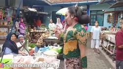 Heboh Waria di Madiun ke Pasar Berdandan Ala Sinden