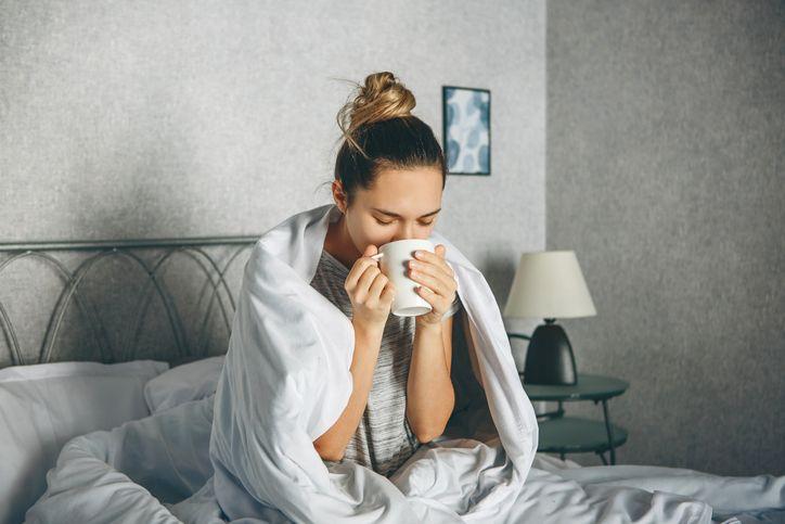 5 Kebiasaan Sebelum Tidur yang Bisa Bikin Berat Badan Cepat Turun
