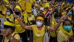 Aksi Pro Monarki Dukung Raja Thailand
