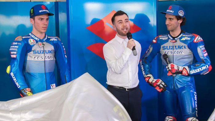 KUALA LUMPUR, MALAYSIA - FEBRUARY 06: (L-R) Joan Mir of Spain and Team Suzuki ECSTAR and  Alex Rins of Spain and Team Suzuki ECSTAR pose near the bikes during the 2020 Team SUZUKI ECSTAR global presentation in box during the MotoGP Pre-Season Teams Unveiling at Sepang Circuit on February 06, 2020 in Kuala Lumpur, Malaysia. (Photo by Mirco Lazzari gp/Getty Images)