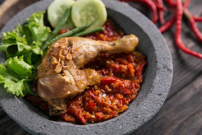 Ayam Penyet ala Jawa Timur