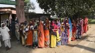 Abaikan Protokol Corona, Jutaan Warga India Antre Pemilu Daerah