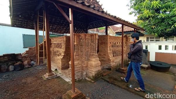 Ciri bangunan Langgar Bubrah ini adalah tidak utuh. Tampak tumpukan batu bata merah yang masih mengelilingi. Di sisi dalam juga terdapat tempat imam mushola.