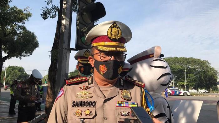 Dirlantas Polda Metro Jaya Kombes Sambodo Purnomo Yogo pantau langsung Operasi Zebra di Bundaran Senayan.