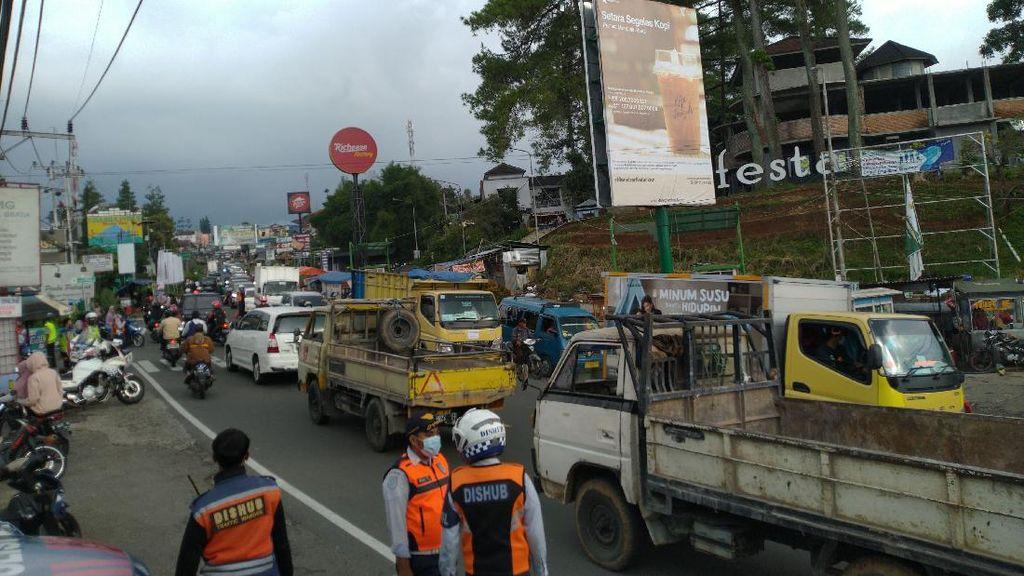 H-1 Natal, Jalan Puncak-Cisarua Arah Jakarta Ramai