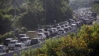 Jalur Puncak Bogor Macet Total