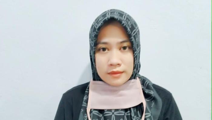 Karyawati perusahaan asuransi di Kabupaten Bone, Sulsel, Eka Hayanti (32) ditangkap polisi usai menggelapkan uang nasabah bank Rp 4 miliar (dok. Istimewa).