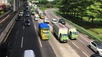 Video Kemacetan di Tol Japek Saat Masuki Libur Cuti Bersama