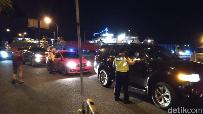Kepadataan kendaraan yang hendak masuk ke Bali (Angga Riza-detikcom).