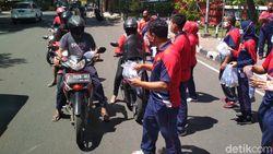 Masker Karya Napi Lapas Cirebon Disebar ke Pengendara