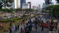 Makin Bertambah, Ini Penampakan Massa Demo di Patung Kuda Pukul 15.30 WIB