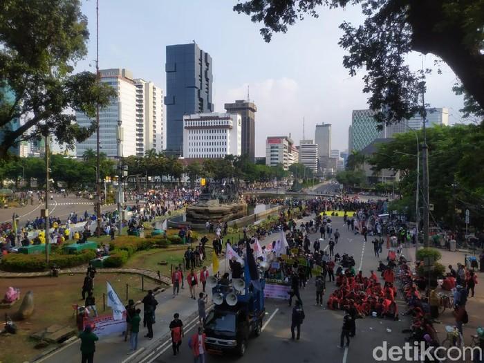Massa Demo Omnibus Law di Patung Kuda pukul 15.30 WIB 28 Oktober 2020