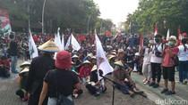 Mimbar Akbar Buruh di Tugu Proklamasi Makin Ramai, Mahasiswa Ikut Bergabung