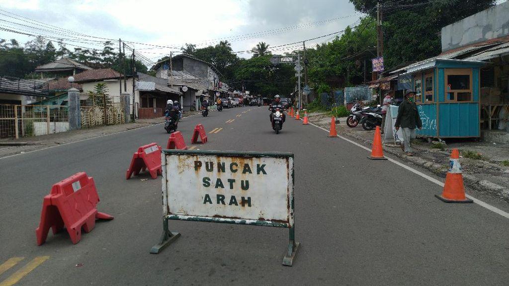 One Way Arah Jakarta Diberlakukan, Begini Kondisi Lalin Puncak Siang Ini