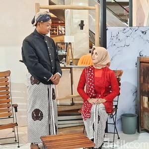 Pertama di Indonesia, Pasangan Foto Prewedding di Tengah Pameran