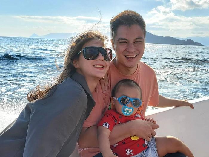 Paula Verhoeven dan Baim Wong liburan ke Pulau Komodo